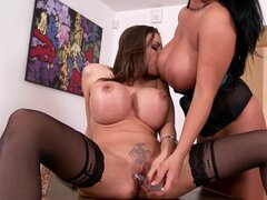 Clanddi Jinkcego and Rebecca Jessop licking each other