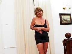 Horny mature wife with a wet pussy loves