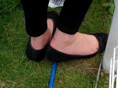 Candid Shoeplay Feet Dipping Sexy Toes