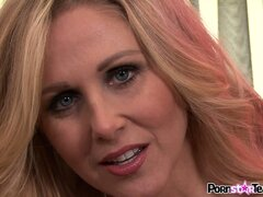 Green bra and panties of Julia Ann need a good wash after she soaks them