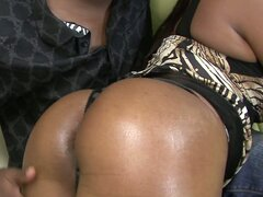 Horny black milf Mahogany Bliss likes hot fingerfucking