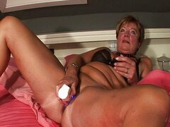 Mature housewife squirting
