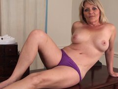 Bobbie Jones shows off her sweet chubby body