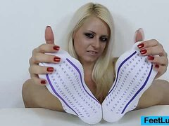 Blonde bare feet presentation