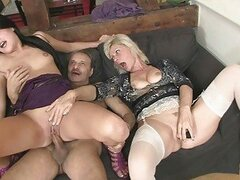 Mom licks daughters pussy while daddy wanks
