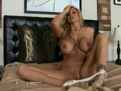 Sexy Julia Ann drills vagna with a glass toy