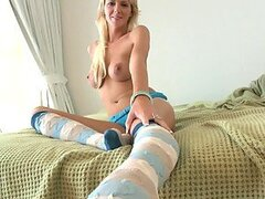 This blondy is so good in footjob and her toes are so sweet