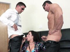 Jennifer White gets dose of double penetration and facial