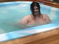 Voracious BBW lady pokes her pussy with dildo in swimming pool
