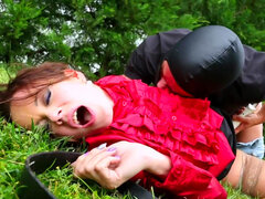 Outdoor blowjob by slender Cindy Dollar