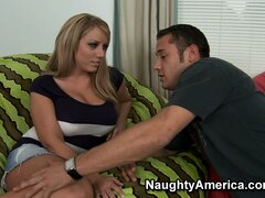 Heather Summers gets her pussy fingered and eaten on her beanbag chair