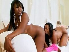Kiki Carter gets eaten by her black girlfriend