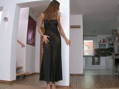 Elegant Housewife Always Has Time To Enjoy Solo Play