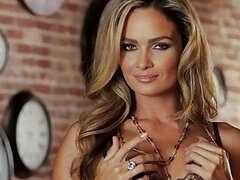 Seductive blonde babe Prinzzess fingers