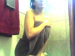 Curvy Babe Naomy Waters Dancing Off for the Camera after Shower
