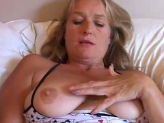 Hot mature slut loves pussy pumping...