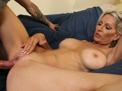 Busty blond milf Emma Starr gets her mature vagina polished mish