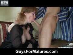 Stacked mom bares her ripe boobs and ass cheeks aching for some fresh meat