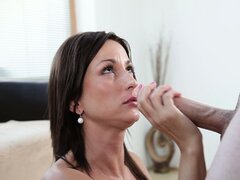 Giving incredible blowjobs is one of this brunette's main virtues