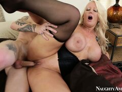 Alura Jenson finishes her lover off by giving him a great blowjob