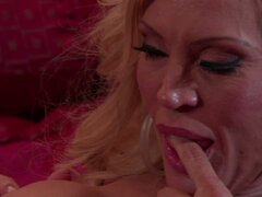 Busty cougar Amber Lynn gives nice blowjob after cunnilingus