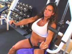 Muscular Rhonda Lee is sucking big dick in the gym