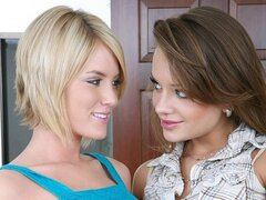 Riley Ray and Nika Noir seduce a Pianist