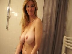 Teen Girlfriend Gets totally Nude