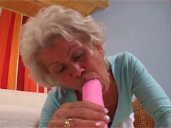 Near-sighted granny gets her hairy pussy fucked