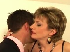 Mature blonde gives an amazing blowjob...