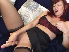 Hot mature milf babe takes dildo inside this wide pussy