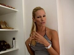 porn star Sandy shows you her shoes