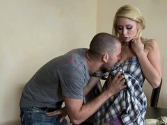 Once hubby is gone, she hits on his friend and mouths his hard rod