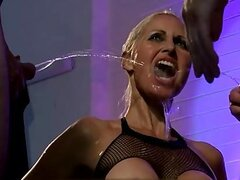 Glamour amateur ball licking