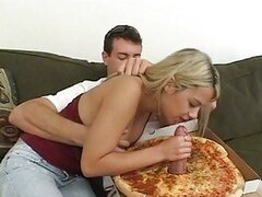 Slutty babe Ashlynn Brooke feeds her mouth with a special pizza topping
