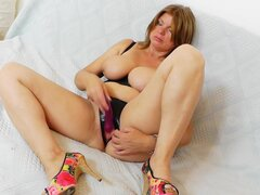 Chubby mature is poking her pussy
