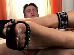 Irresistible lady turns on her honey with her sexy feet...