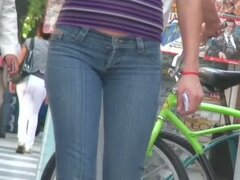Candid street video shows a tasty ass in tight jeans.