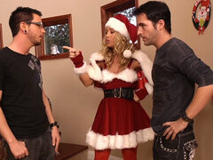 Happy New Year my cocky guys! Nicole Aniston gives duo blowjob