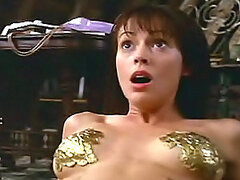Famous filmstar Alyssa Milano shows her lovely tits on the cam