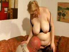 Pregnant amateur gets a good time