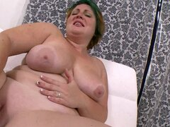 Fat girl solo fucks her shaved vagina