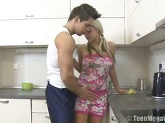 Great gal fucked in the kitchen